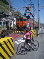 東海道線踏切にて