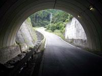 トンネル先の急傾斜