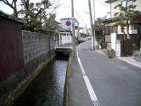 裏通りの水路