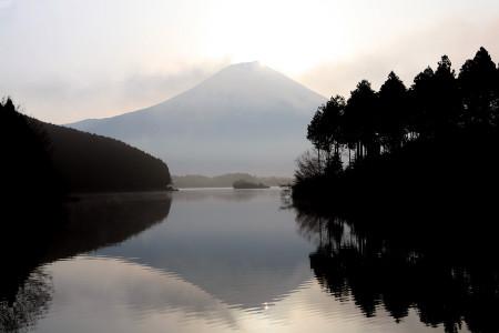 日の出直後のダブルダイヤンモンド富士
