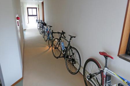 廊下の自転車