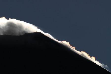 剣ヶ峰と彩雲