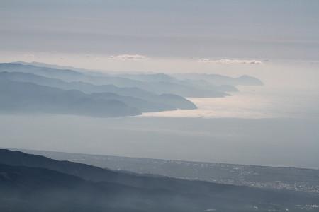 駿河湾と伊豆半島を望む