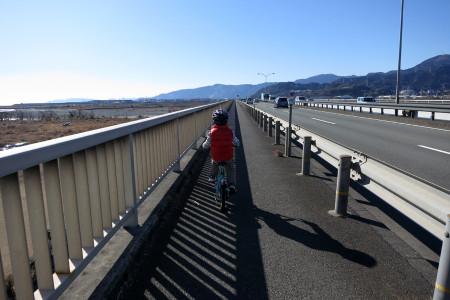 富士川橋を渡る