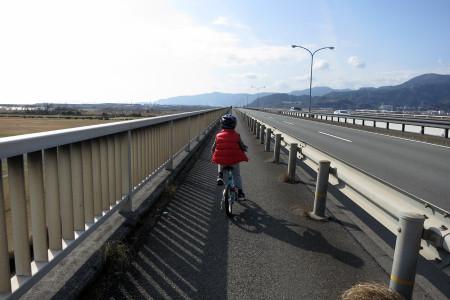 新富士川橋を渡る