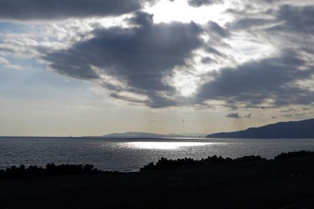 光り降り注ぐ海