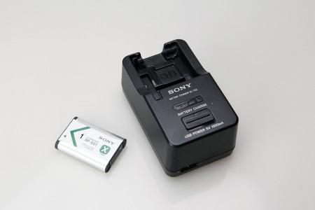 バッテリーチャージャー(別売り)とNP-BX1