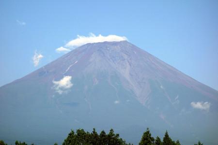 山肌を見せる富士山