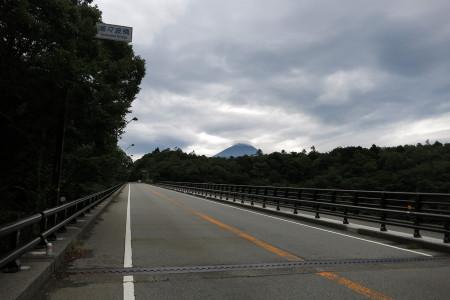 青木ヶ原樹海にかかる陸橋