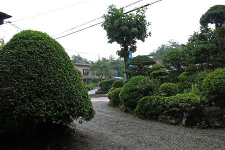 朝からあいにくの雨
