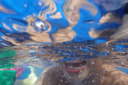 ビニールプール水中にて