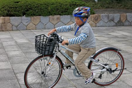まだ少し大きめな自転車