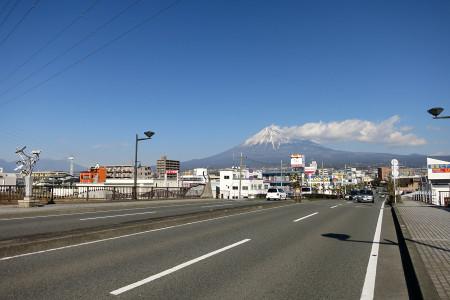 ロゼシアター付近からの富士山