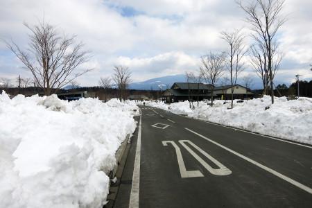 雪が残るあさぎりフードパーク