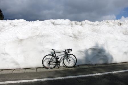 雪壁と愛車