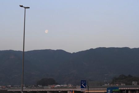 月もぽかんと