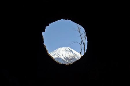 溶岩樹形からの富士山