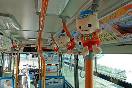 マリにゃんラッピングバス車内