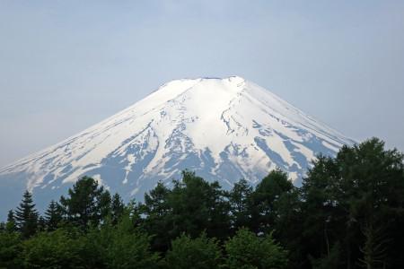 アイスバーンが光る富士山
