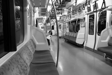 夜の電車にて