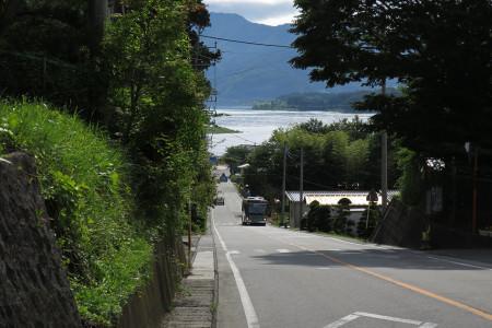 西浜小前から河口湖を望む