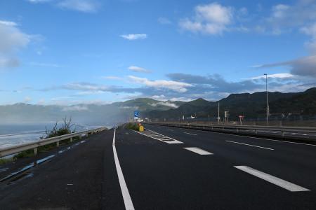 台風一過の駿河湾と空
