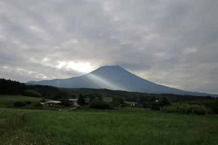 富士山に射す光
