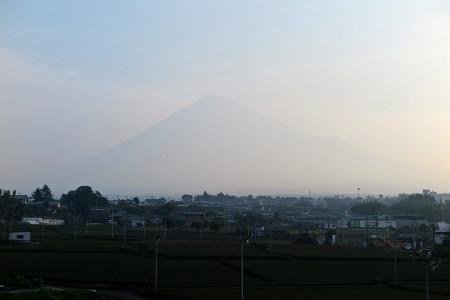 梅雨明け翌朝の富士山