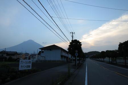 富士山と朝日の当たる雲