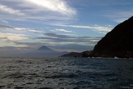 安良里港付近からの富士山