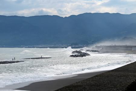 台風11号による荒波