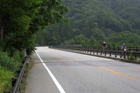 西湖への陸橋