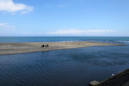 興津川河口付近