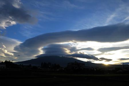 豪快な雲と富士山