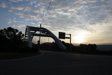 蓬莱橋と朝日