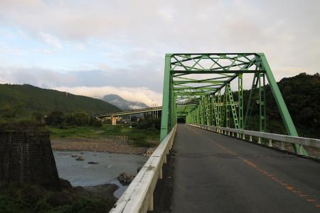 再び富士川を渡る