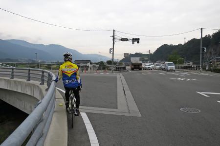 釜無川沿いを走る