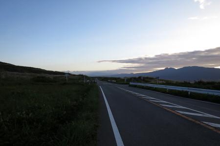 東富士演習場の中を進む