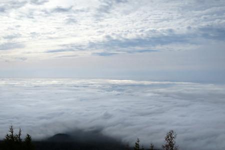 雲海と上の雲の狭間