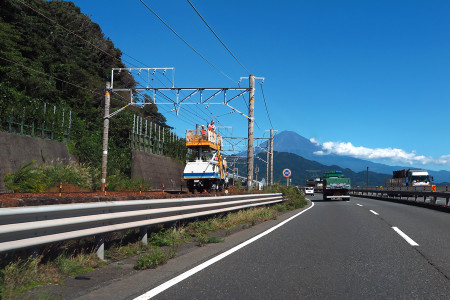 軌道トラックによる作業