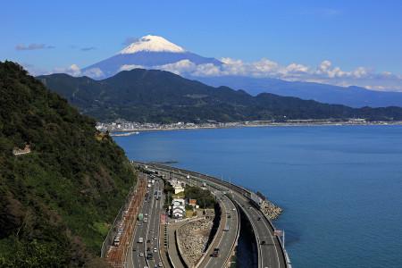 薩埵峠からの富士山と東海道線