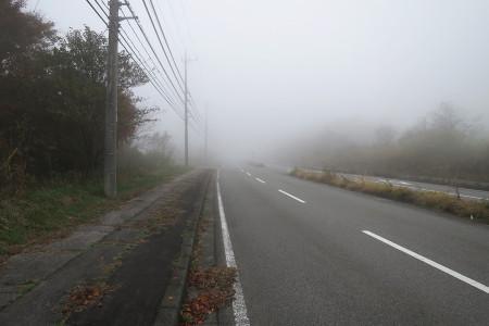 再び霧の中へ