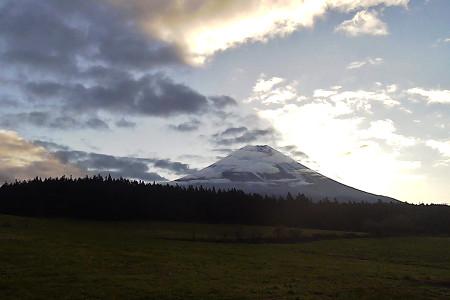 あさぎりフードパークお天気ライブカメラの富士山