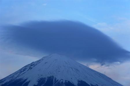 日没後のかさ雲と富士山