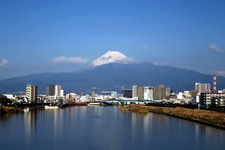狩野川河口付近からの富士山