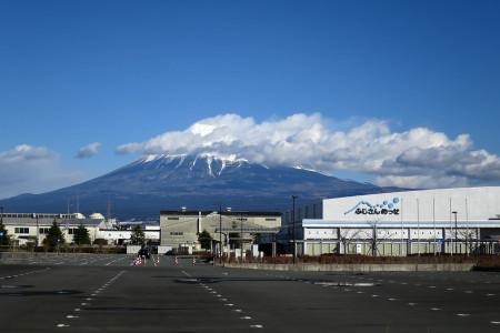 ふじさんメッセと富士山