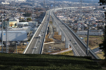 お茶畑と新東名高速