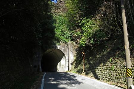 高山へのトンネル
