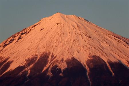 夕陽に染まる富士山
