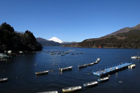 芦ノ湖畔からの富士山